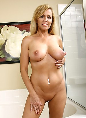 Free Perfect Tits MILF Porn Pictures