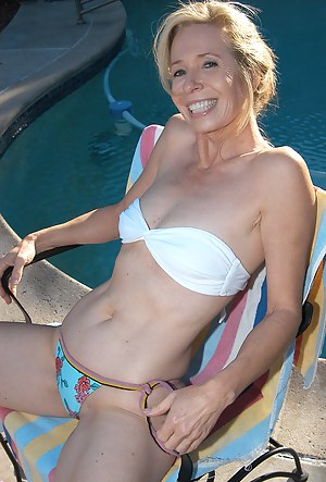 Free MILF Pool Porn Pictures