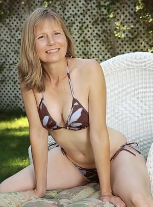 Free Bikini MILF Porn Pictures