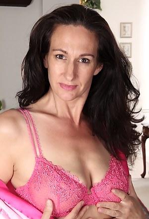 Free MILF Bra Porn Pictures